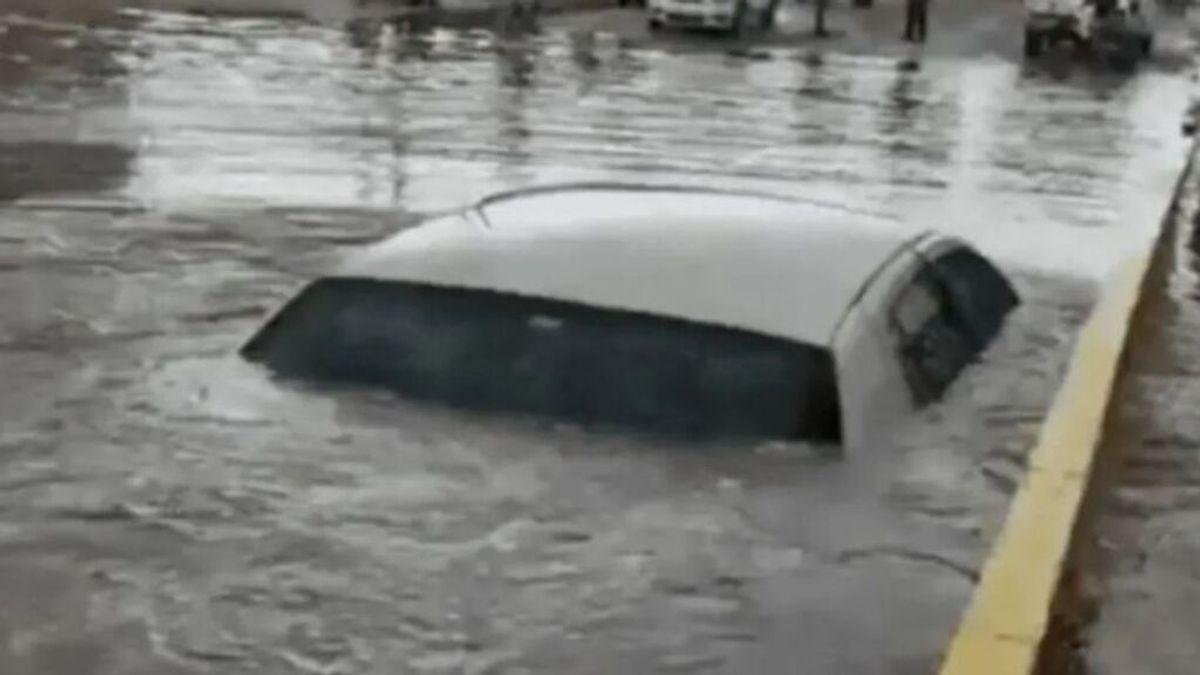 Asombro tras comprobar que lo que sale del agua no es un submarino, es un coche
