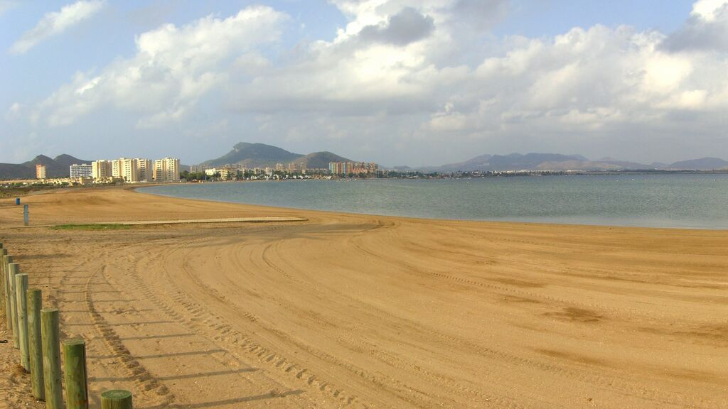 Playa_de_las_salinas_-_panoramio