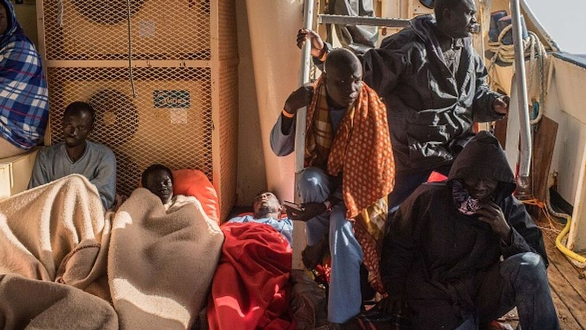 Italia permite el desembarco de los 572 migrantes a bordo del 'Ocean Viking' en Sicilia