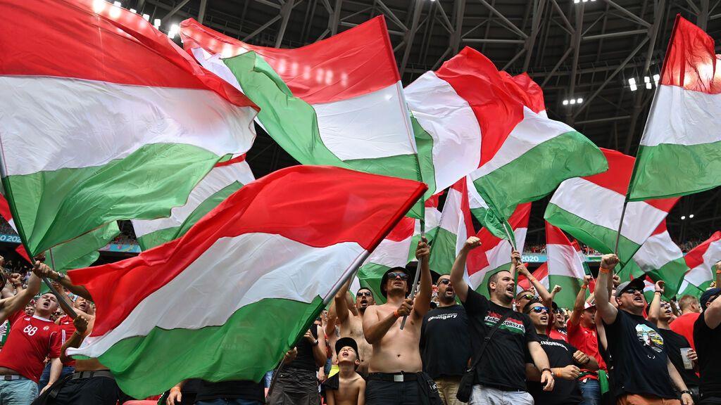 """Fútbol.- Hungría deberá jugar dos partidos a puerta cerrada por el """"comportamiento discriminatorio"""" de sus aficionados"""
