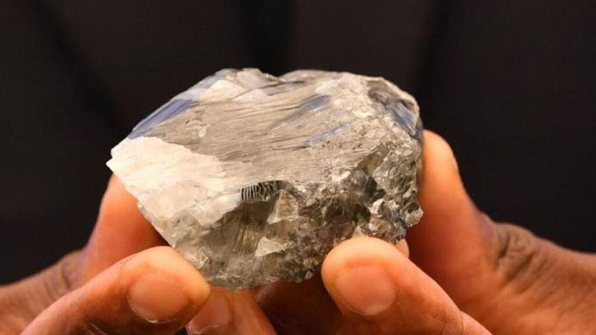 Descubren un diamante de 1.174 quilates, el tercero más grande de la historia, en Botsuana