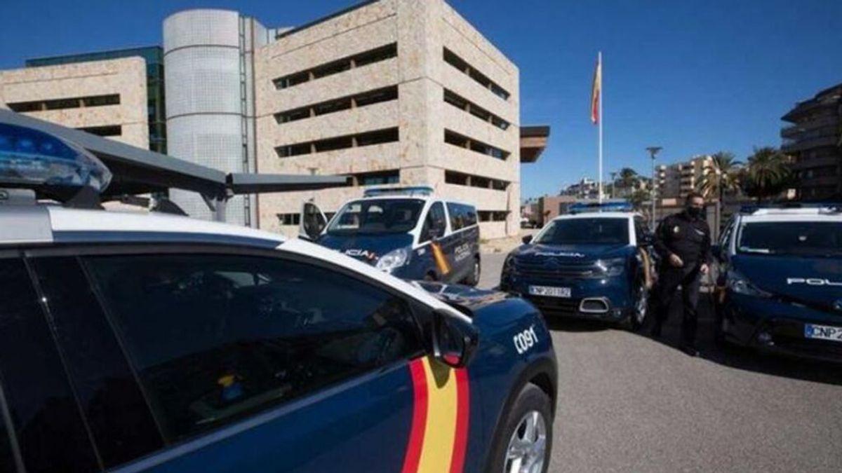 La policía detiene a ocho jóvenes, cinco menores, por una brutal paliza grupal a dos turistas en Ibiza