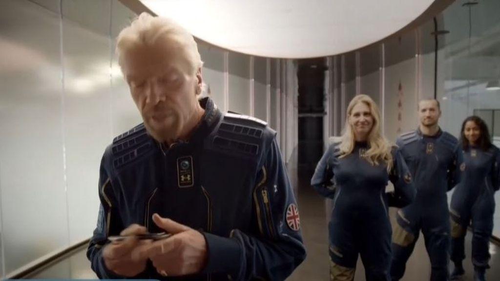 El multimillonario Richard Branson inaugura el turismo espacial