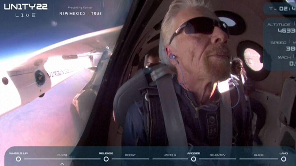 Richard Branson regresa a la Tierra tras viajar al espacio a bordo de un avión de Virgin Galactic