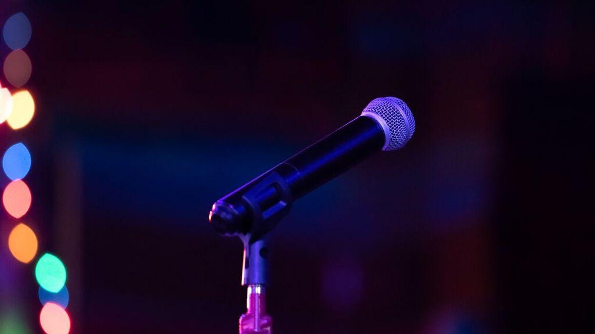 Una mujer rusa muere aplastada en el día de su cumpleaños: le cayeron encima las pantallas del karaoke