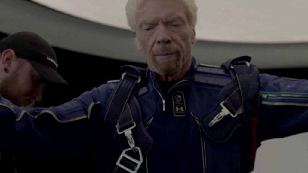 El multimillonario Richard Branson inaugura el turismo espacial a bordo de una nave de Virgin Galactic