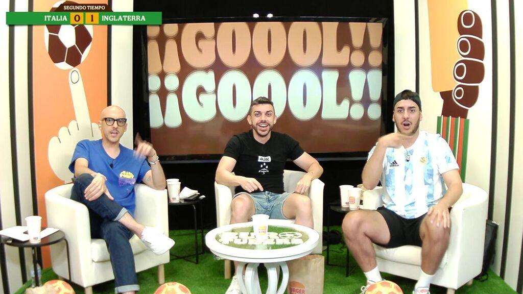 DjMariio y RobertPG celebran el gol de Italia