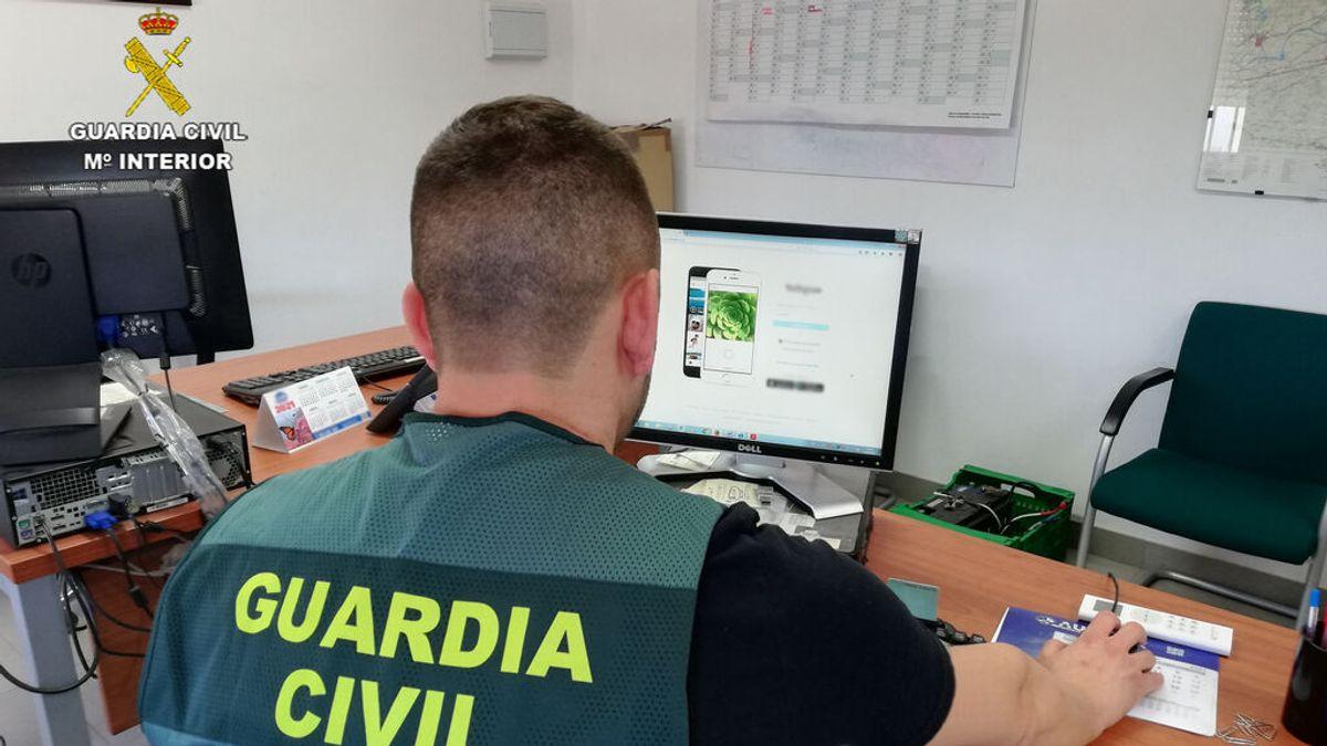 Dos investigados en Carmona por acoso continuado en redes sociales