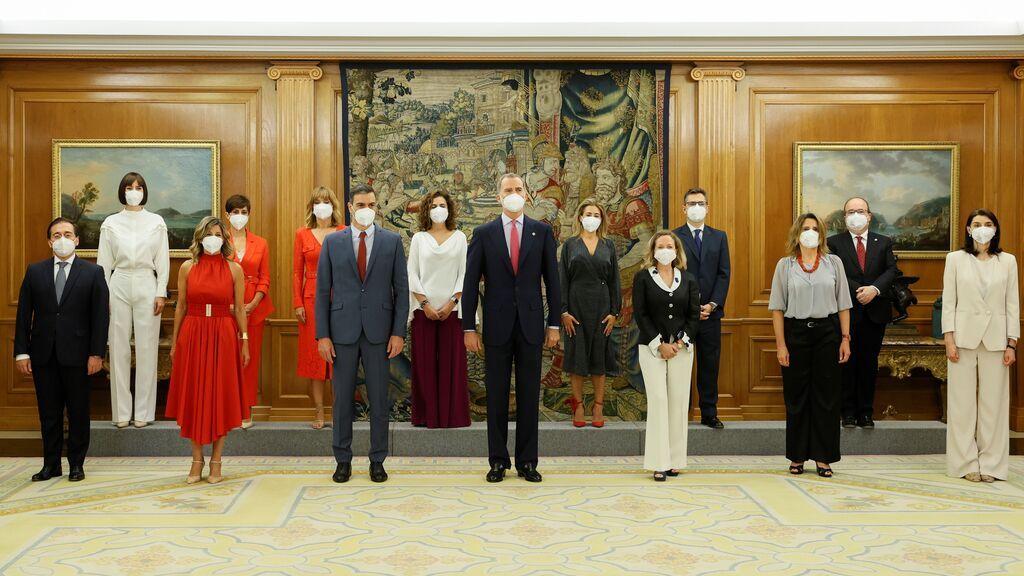 Los nuevos ministros de Pedro Sánchez prometen su cargo frente al rey