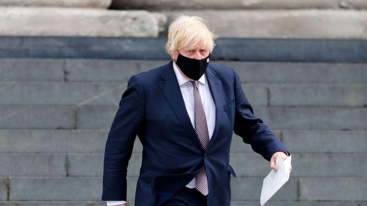 """El Gobierno británico advierte de que dará recomendaciones """"claras"""" sobre el uso de la mascarilla"""