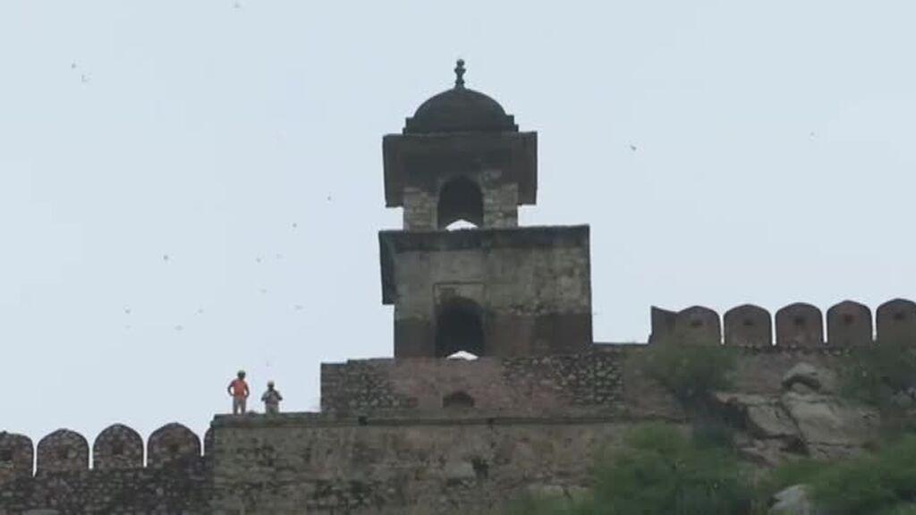 Un rayo mata a 16 turistas locales cuando visitaban un templo en Jaipur, India