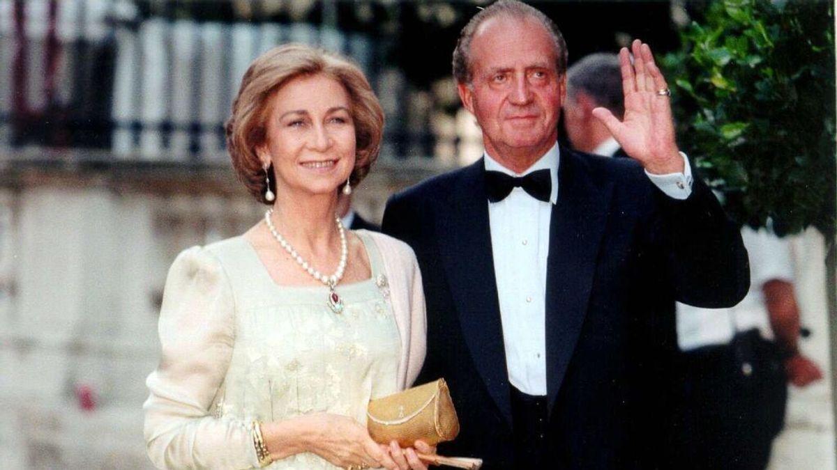 La boda de Juan Carlos y Sofía en 1962: tres enlaces diferentes, ocho damas de honor y un yate para la noche de bodas.