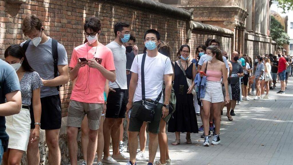 Cataluña sufre la quinta ola de la pandemia con los contagios disparados