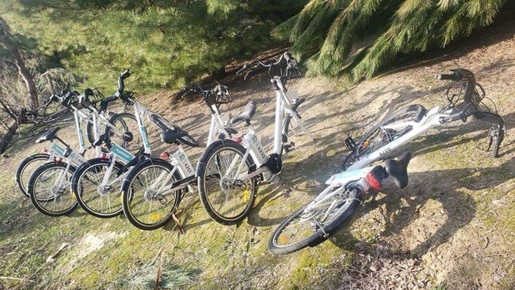 EuropaPress_3565798_pillan_grupo_menores_desguazando_bicicletas_bicimad_parque_madrid
