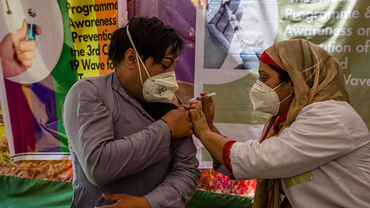 India notifica más de 37.000 casos y 700 muertos por coronavirus durante el último día