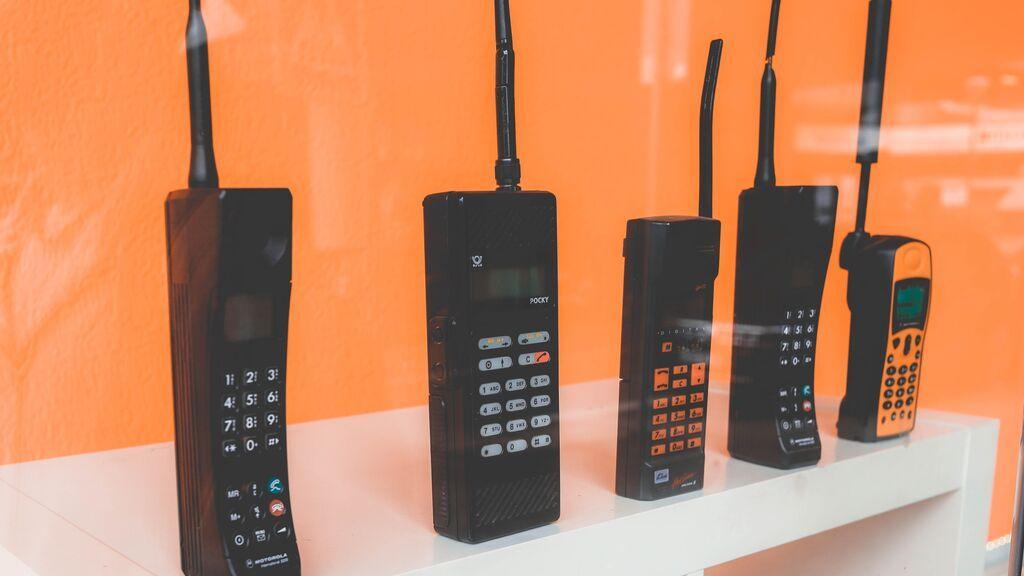 ¿Tienes alguno de estos teléfonos de hace años por casa? Pueden pagarte las próximas vacaciones