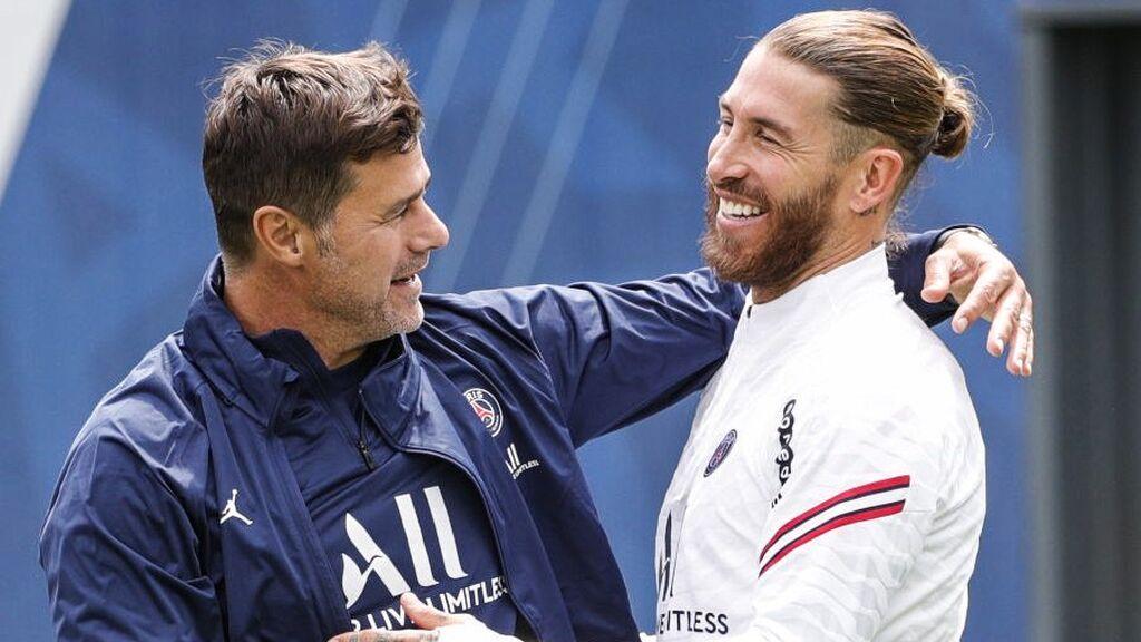 Sergio Ramos se saluda con Pochettino.