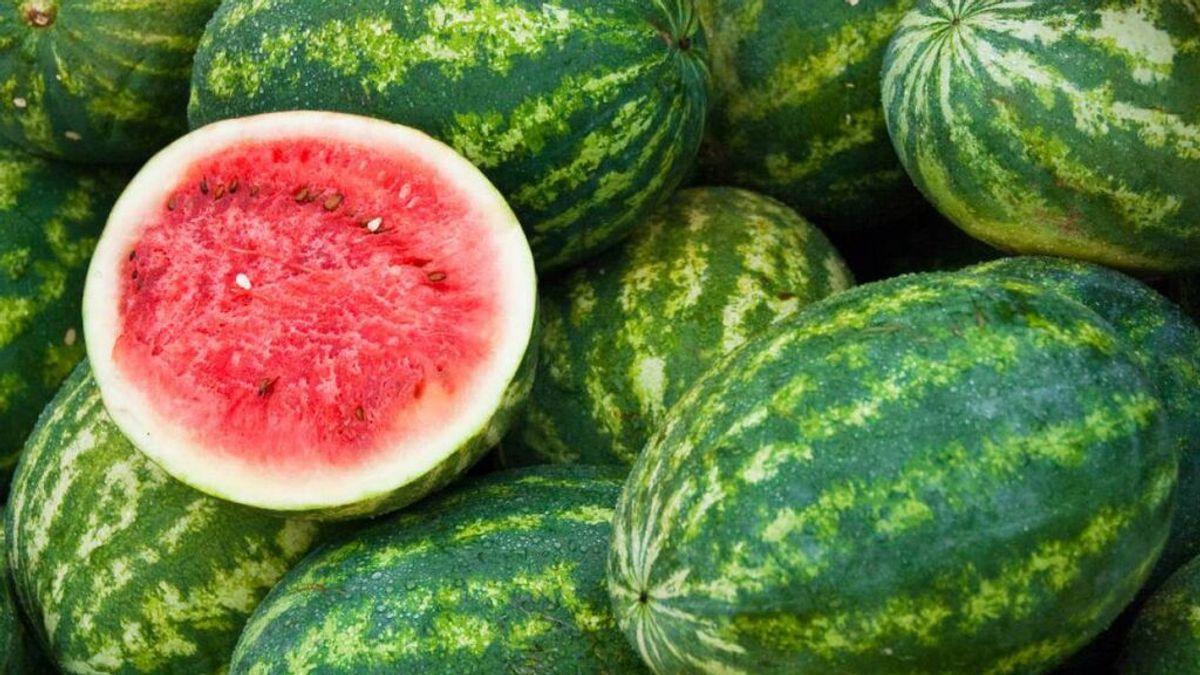 Por qué es mejor comprar las sandías y melones enteros que ya cortados