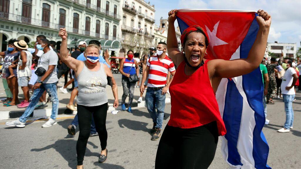 El estallido de Cuba: la pandemia desborda el hartazgo de la población en las calles y en las redes