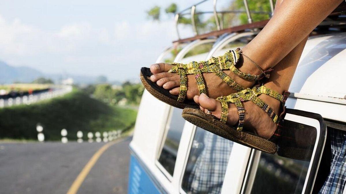 Conducir en chanclas o llevar la colchoneta: multas a las que te expones al salir en coche de la playa