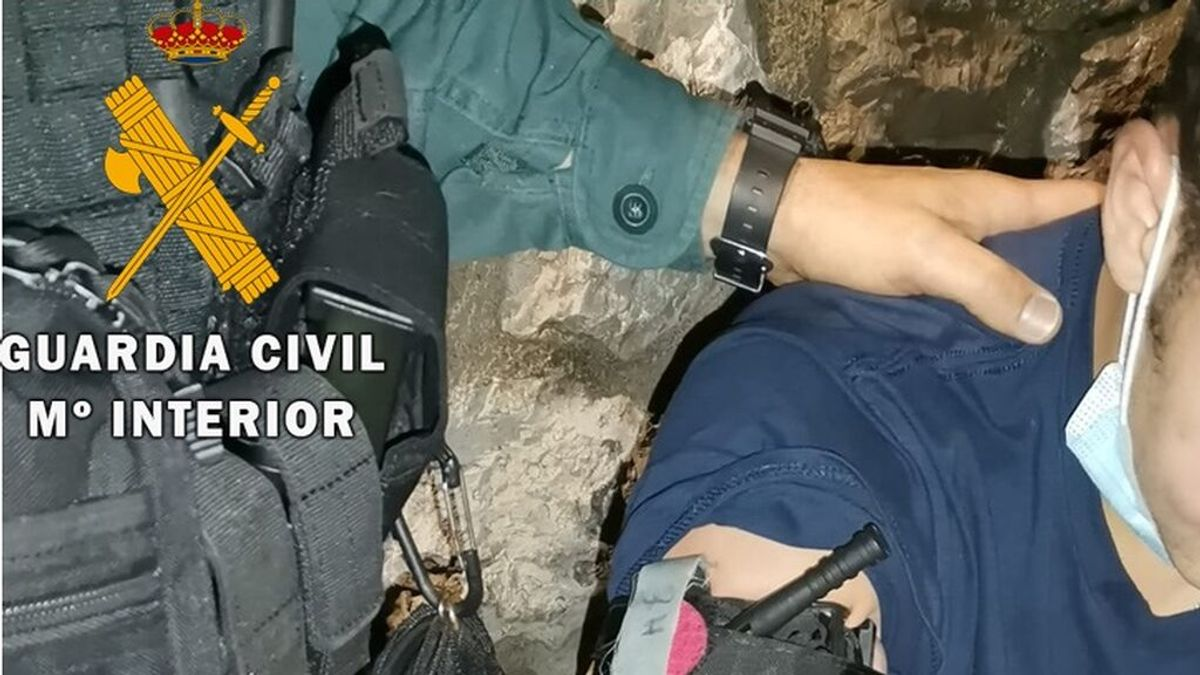 La Guardia Civil auxilia al joven agredido en Noja