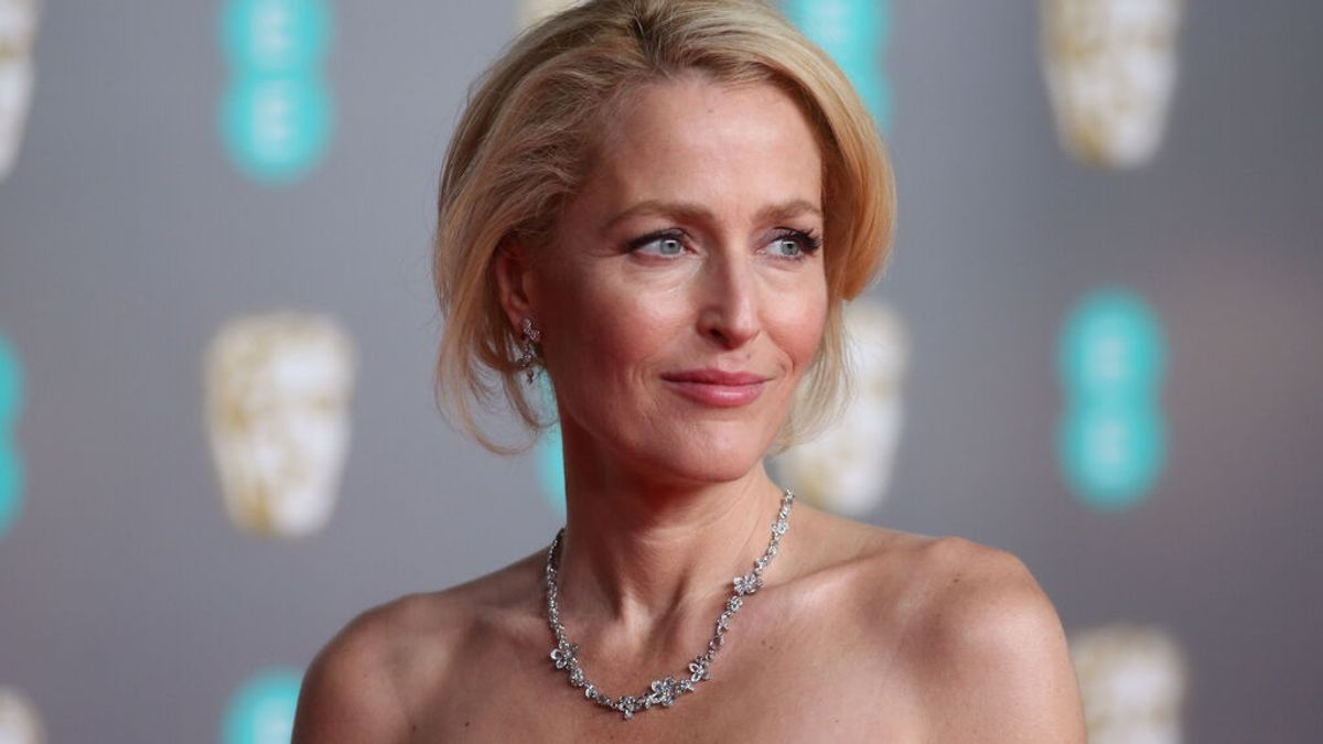 """Gillian Anderson confiesa que no usa sujetador: """"No me importa si el pecho me llega hasta el ombligo"""""""