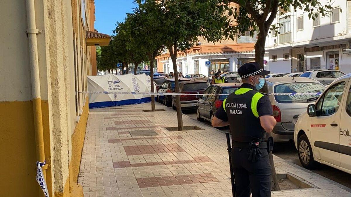 Un hombre mata a su pareja con una escopeta y se suicida en la calle en Málaga