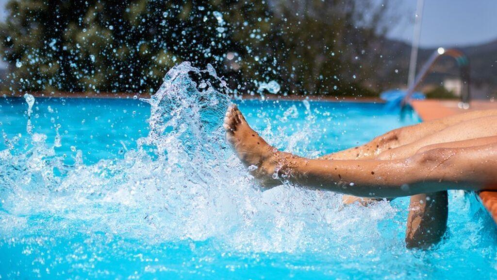 Qué bacterias peligrosas pueden aparecer en las piscinas