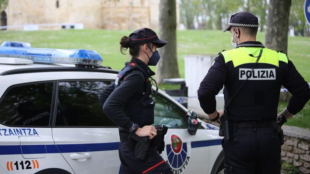 Una patrulla de agentes de la Ertzaintza