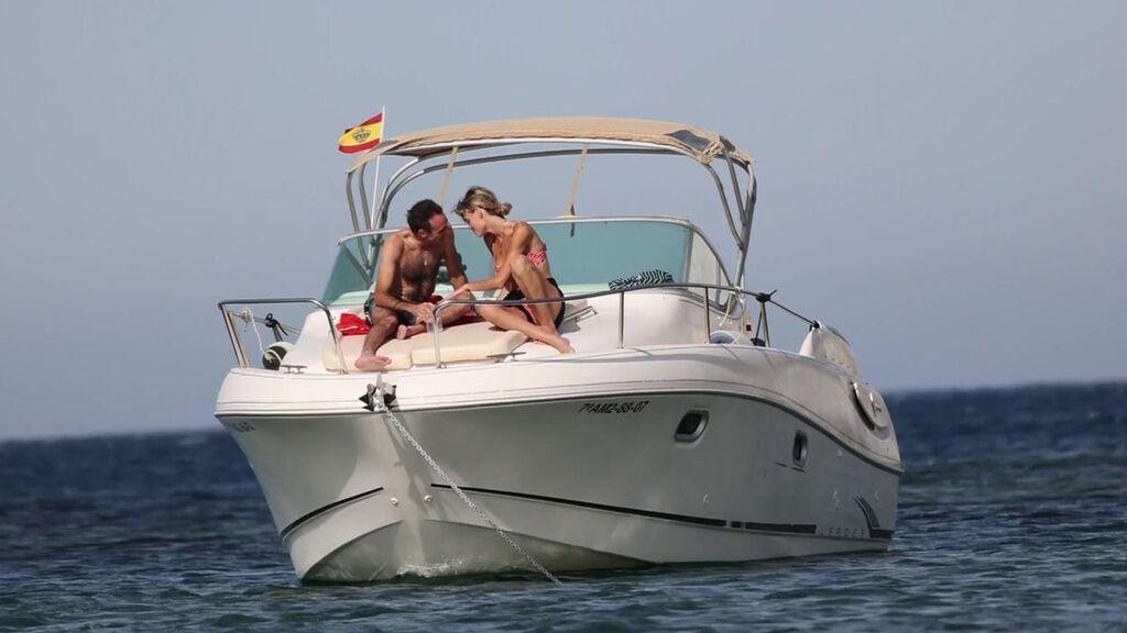 Las vacaciones de Enrique Ponce y Ana Soria