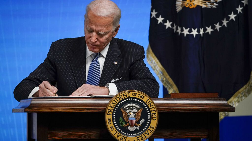 Biden pisa el acelerador para deshacerse del legado de Trump