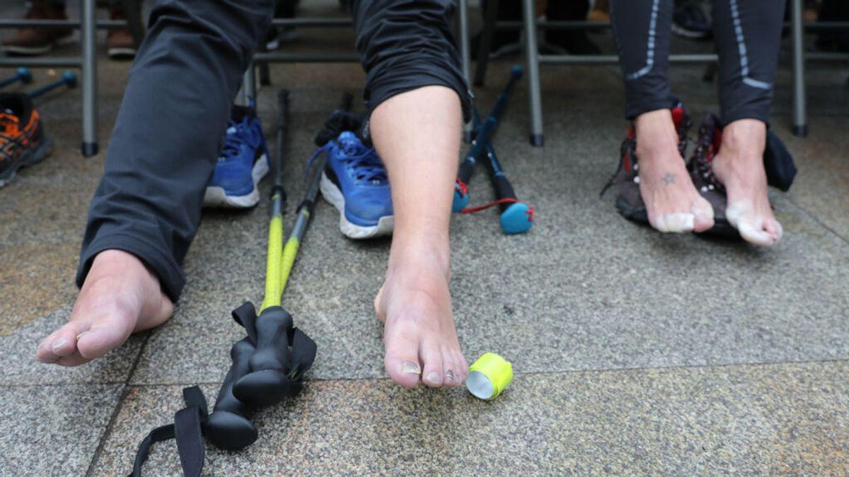 El calzado ideal para peregrinos: zapatillas de 'trekking' usadas pero sin deformar y con suela amortiguadora