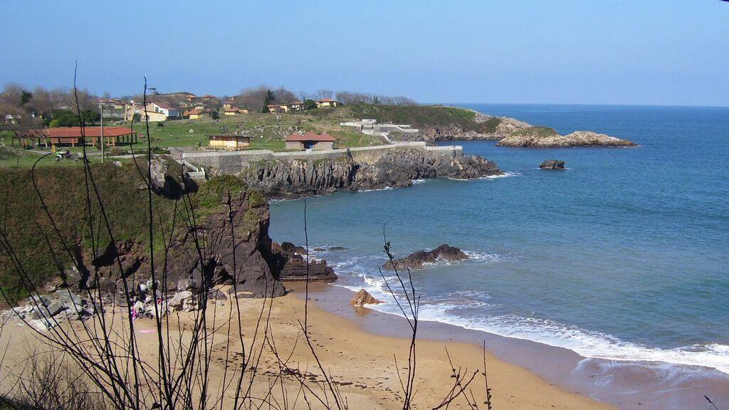 Playa de Carranques, una zona de descanso cerca de Perlora.