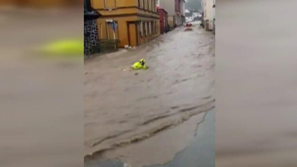 Rescate de un bombero en Alemania