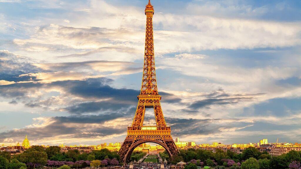 La Torre Eiffel reabre con mitad de aforo tras casi 10 meses cerrada por la pandemia