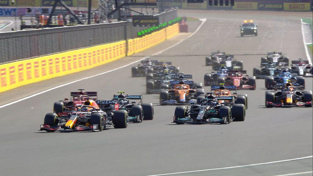 Verstappen consigue la pole en el estreno de la carrera al sprint: Alonso con una gran salida, séptimo y Carlos Sainz