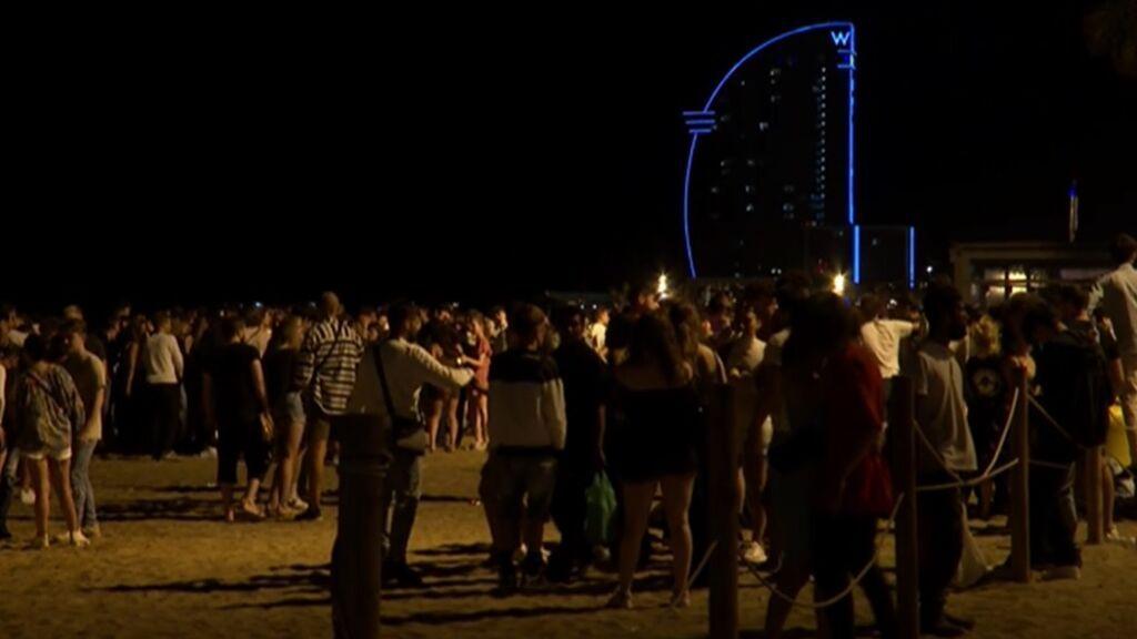 Noche de fiesta y botellones a pesar del toque de queda en Cataluña y Comunidad Valenciana