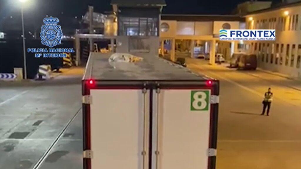 Hallan en Ceuta cinco migrantes que trataban de entrar a la península escondidos en camiones