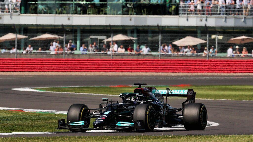 Hamilton gana en casa tras un final de carrera emocionante con Leclerc:  gran remontada de Sainz, sexto  y Alonso, séptimo