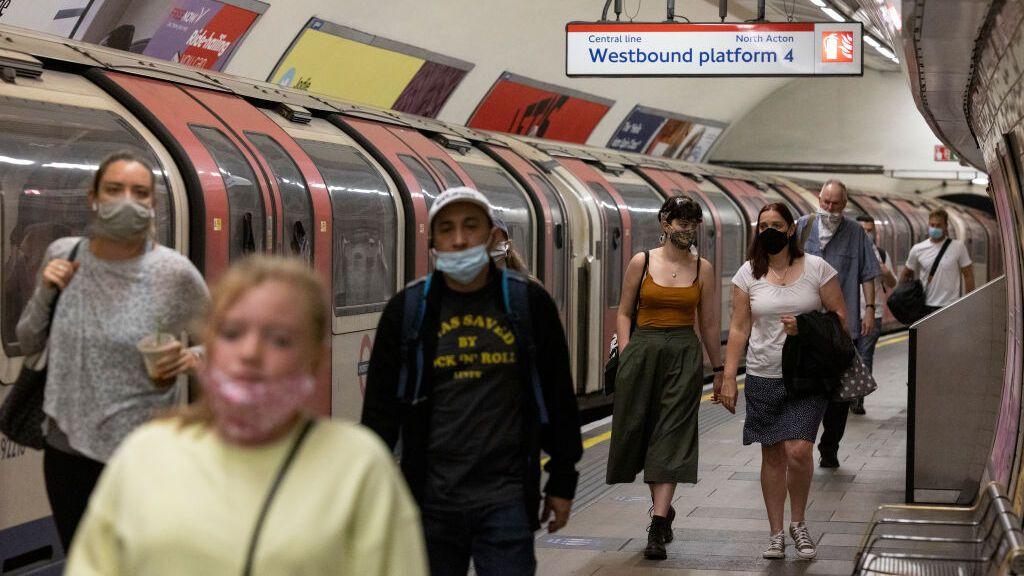 Reino Unido levanta este lunes las restricciones con la curva de contagios disparada