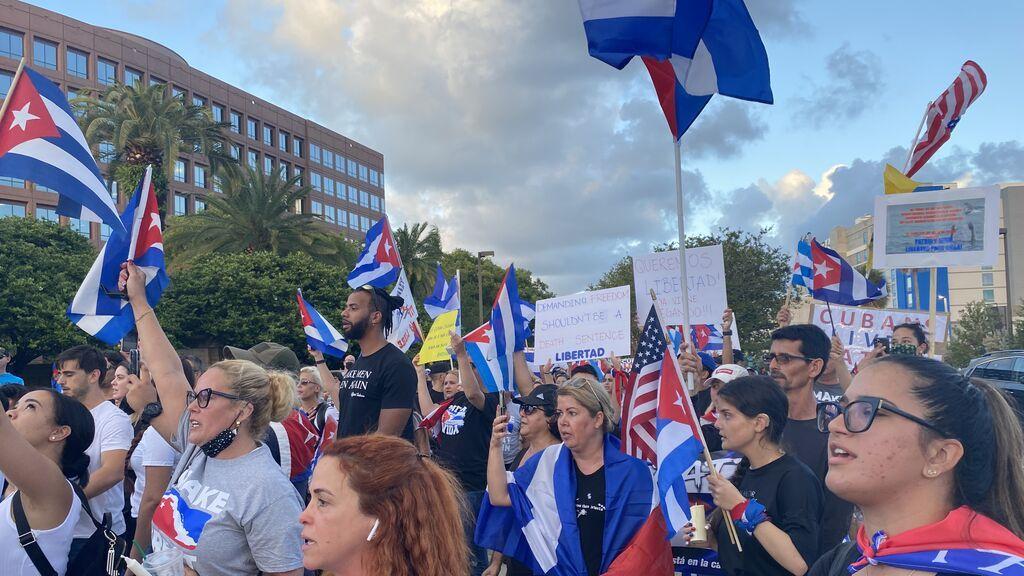 Miles de manifestantes en las calles de Florida contra el régimen cubano