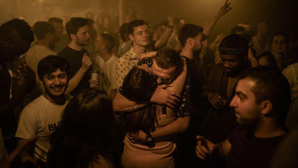 Los británicos llenan las discotecas para  celebrar el 'Día de la libertad' pese al repunte de los contagios