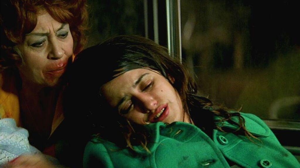 Penélope Cruz y Pilar Bardem trabajaron juntas en 'Carne Trémula', de Almodóvar (1997)