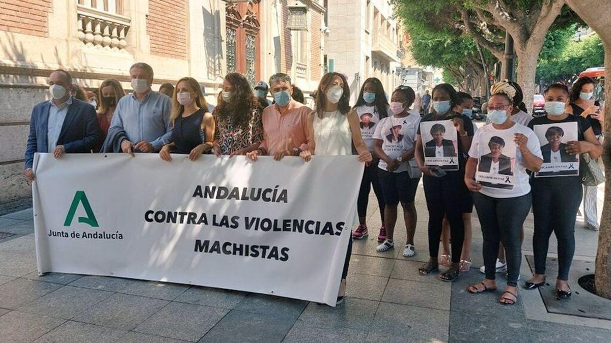 Un minuto de silencio en Roquetas de Mar por la última víctima de violencia machista