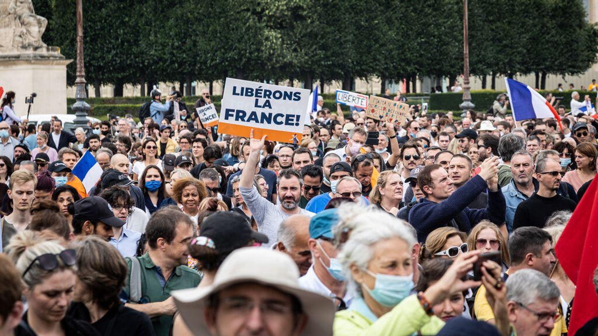 """Protestas en Francia contra la """"dictadura sanitaria"""":  ¿qué piden los manifestantes?"""