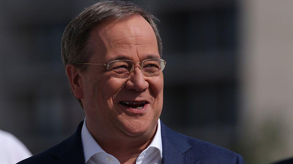 Las carcajadas del candidato a canciller conservador en la peor catástrofe natural que recuerda Alemania