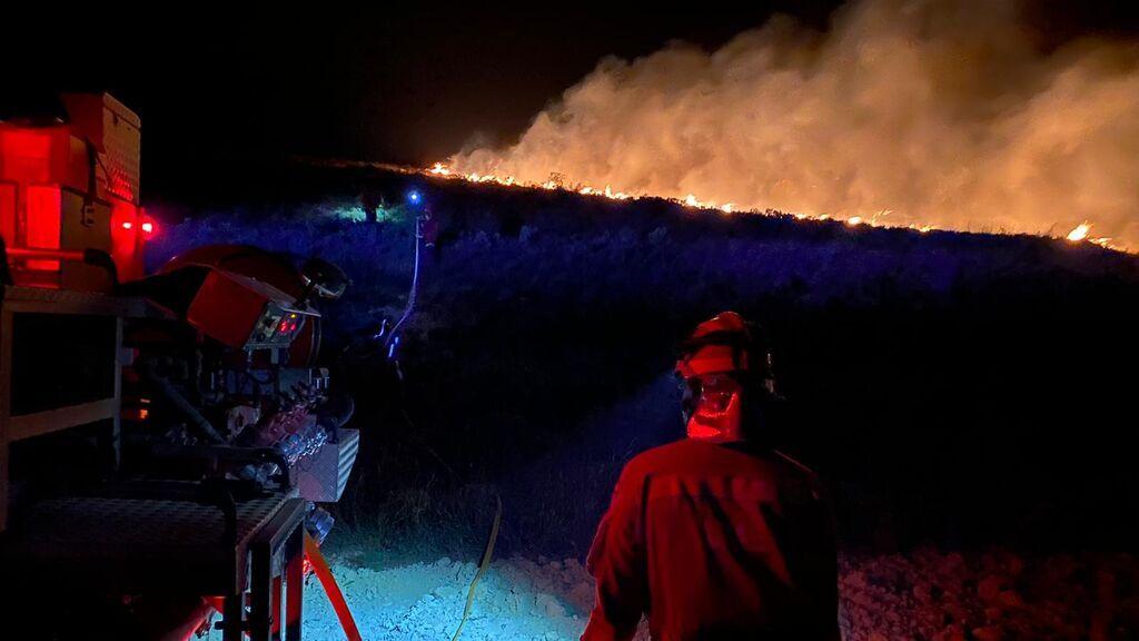 La Rioja pide ayuda a la UME para controlar un incendio que ha arrasado ya 200 hectáreas