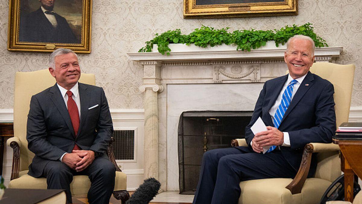 """Biden y el rey Abdalá II reafirman la """"fuerza"""" de la asociación entre EEUU y Jordania"""