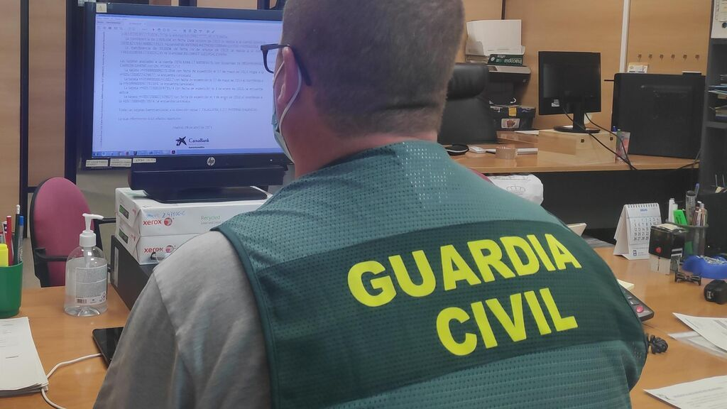 La Guardia Civil ha detenido a tres individuos por estafar supuestamente 120.000 € a una anciana