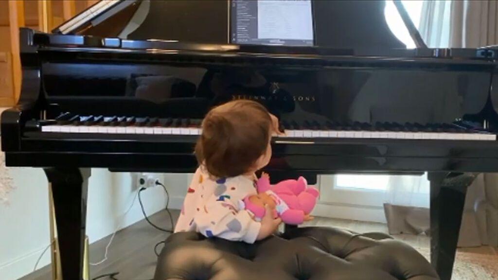 Risto Mejide, hipnotizado con el talento de su hija Roma al piano